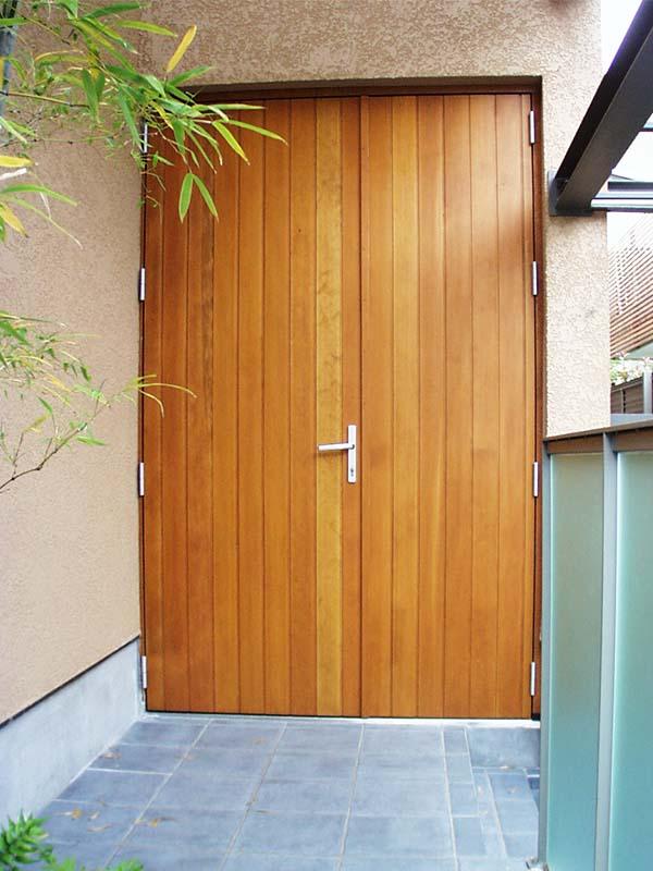 T邸 玄関ドア