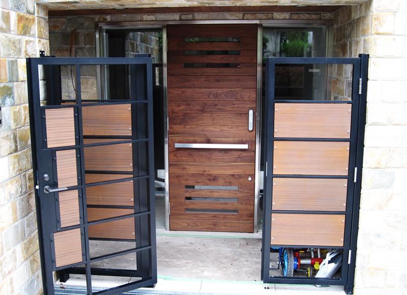 Y邸玄関ドア・スチール枠建具