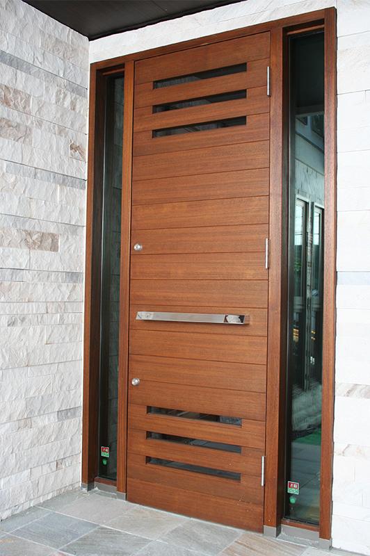 H邸 玄関ドア