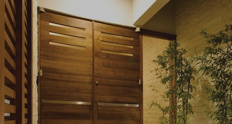 高品質な木製ドア・玄関ドア